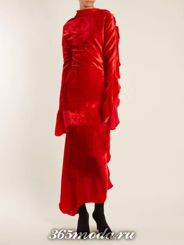 c чем носить бархатное асимметричное коралловое платье со сборками на рукавах