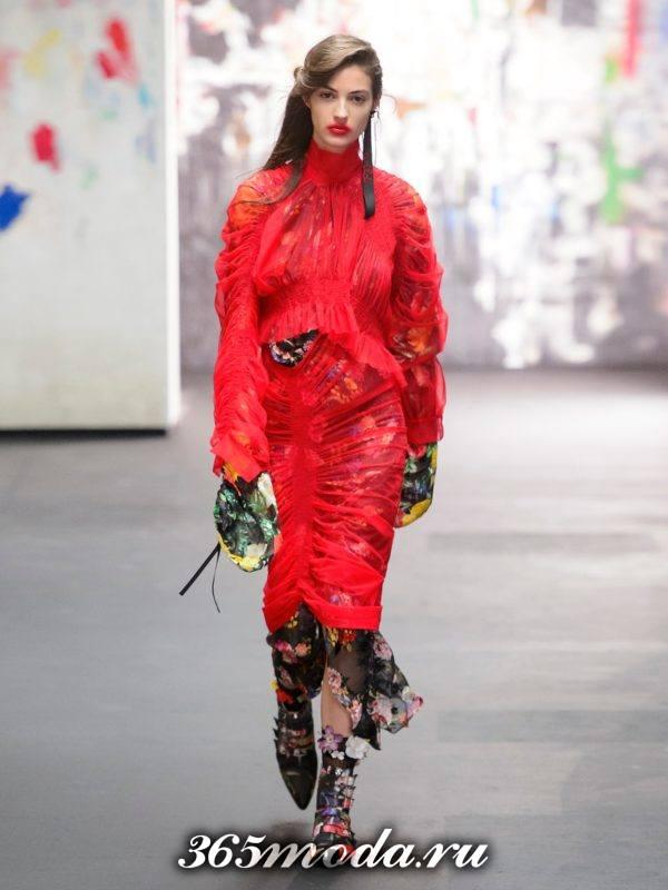 c чем носить комбинированное коралловое платье из фатина