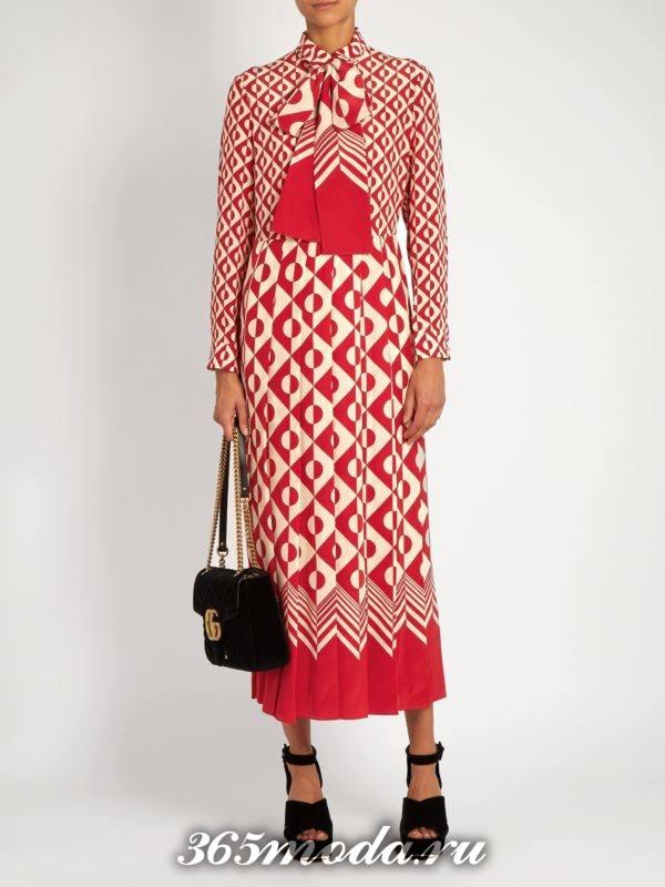 c чем носить коралловое платье с принтом и бантом