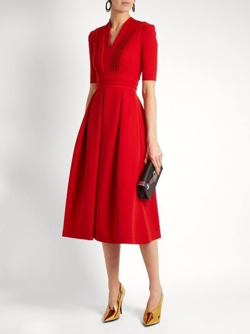 c чем носить коралловое платье клеш с короткими рукавами