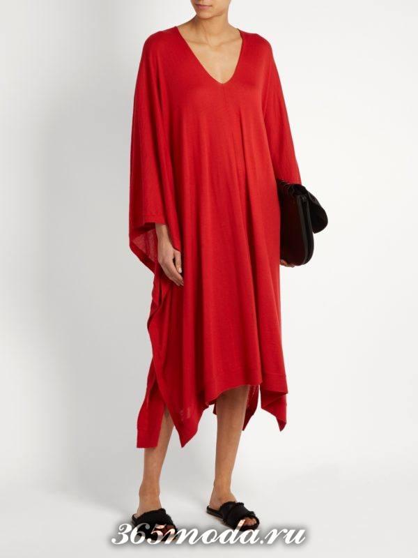 c чем носить коралловое свободное асимметричное платье