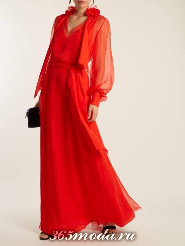 c чем носить коралловое макси платье с пышными прозрачными рукавами