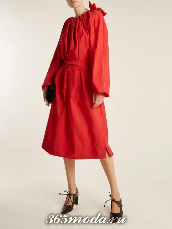 c чем носить коралловое платье миди с пышными рукавами и поясом