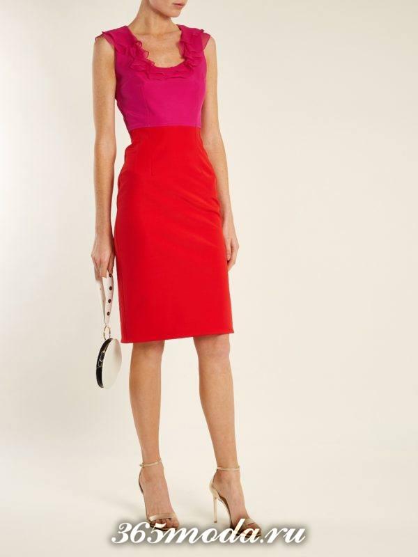 коралловое платье футляр с розовым верхом c чем носить