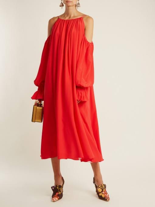коралловое платье оверсайз с открытыми плечами c чем носить