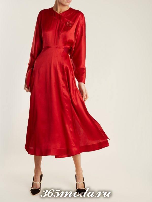 c чем носить коралловое платье клеш с длинными рукавами
