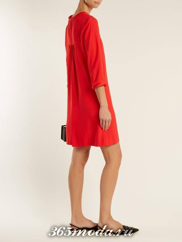 короткое свободное коралловое платье c чем носить
