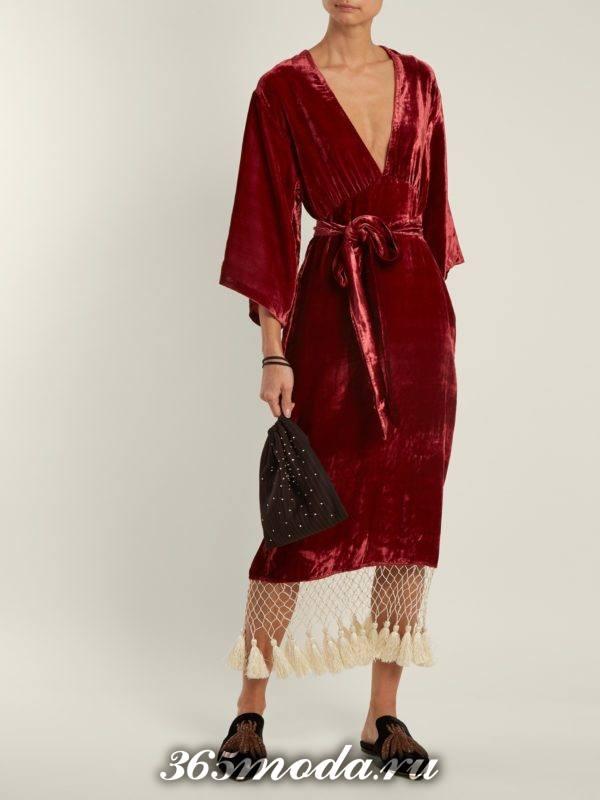 c чем носить бархатное коралловое платье футляр с поясом
