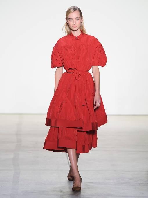 c чем носить многослойное пышное коралловое платье