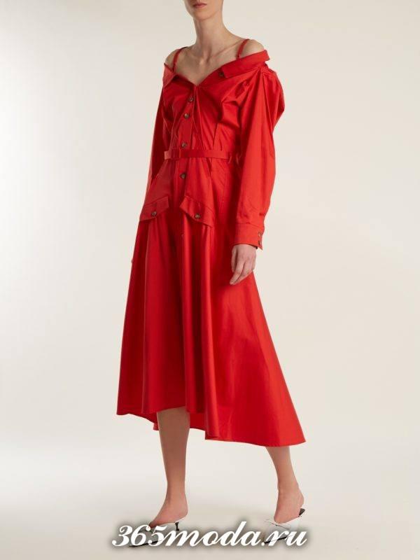 коралловое платье-рубашка на бретелях c чем носить