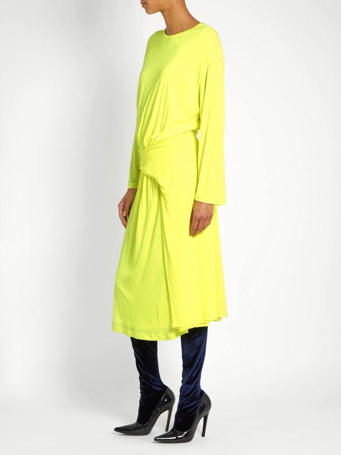Модные женские платья осень-зима 2019-2020: желтое со сборкой с длинными рукавами