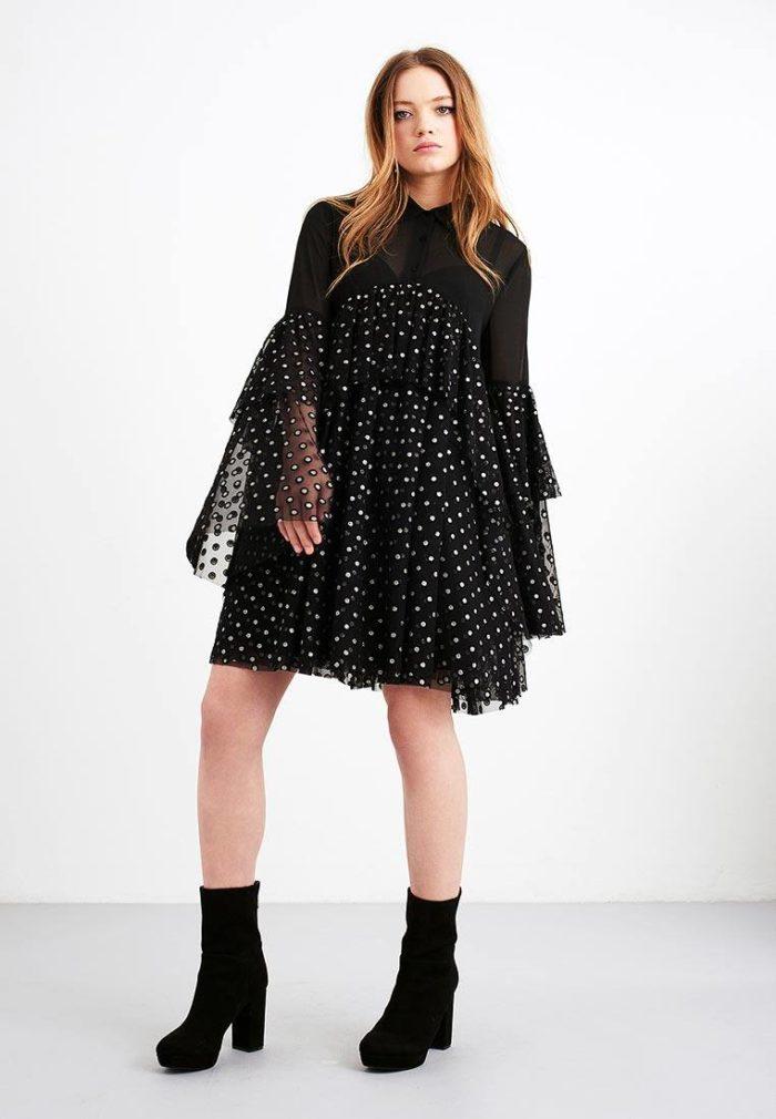 многослойное платье в горох с оборками с воротником осень-зима