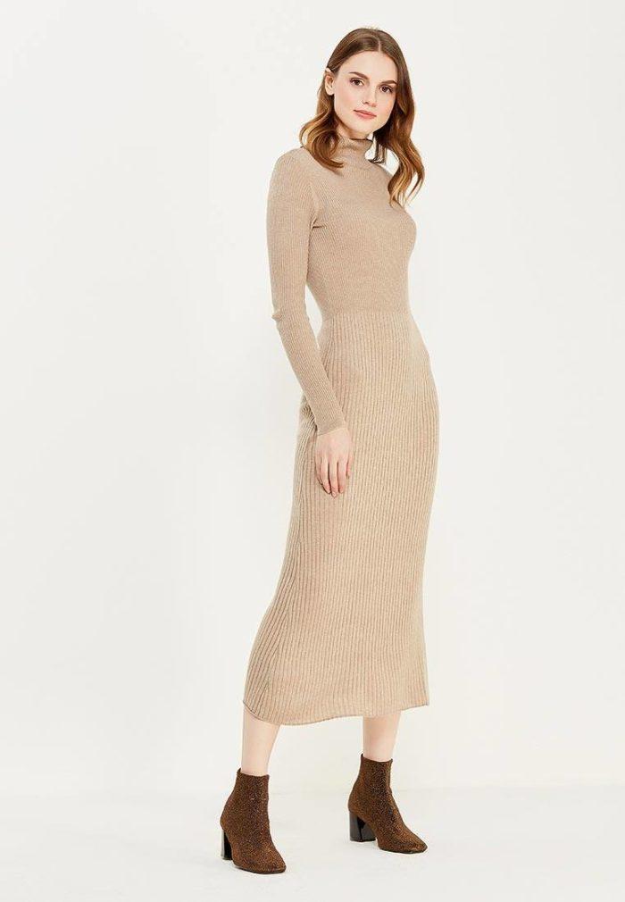 длинное вязаное бежевое платье осень-зима