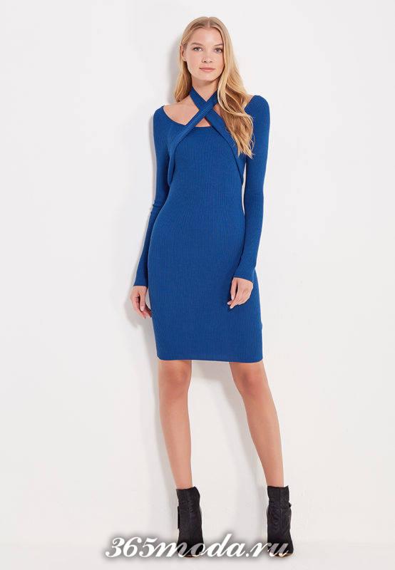 вязаное синее платье футляр с декором осень-зима