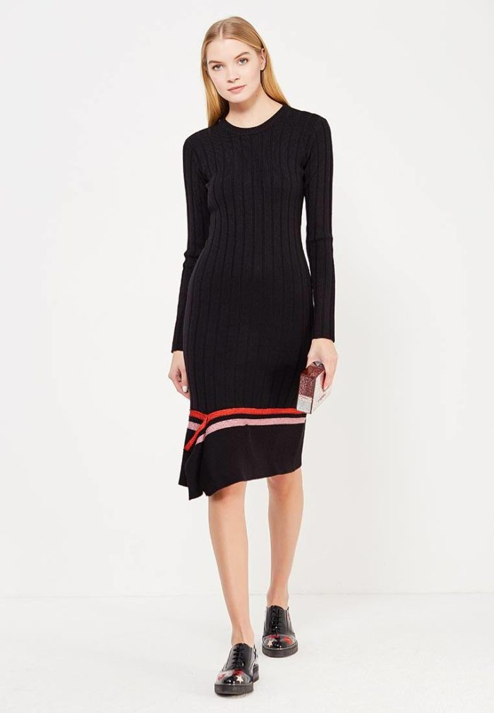 вязаное асимметричное платье с полосками осень-зима