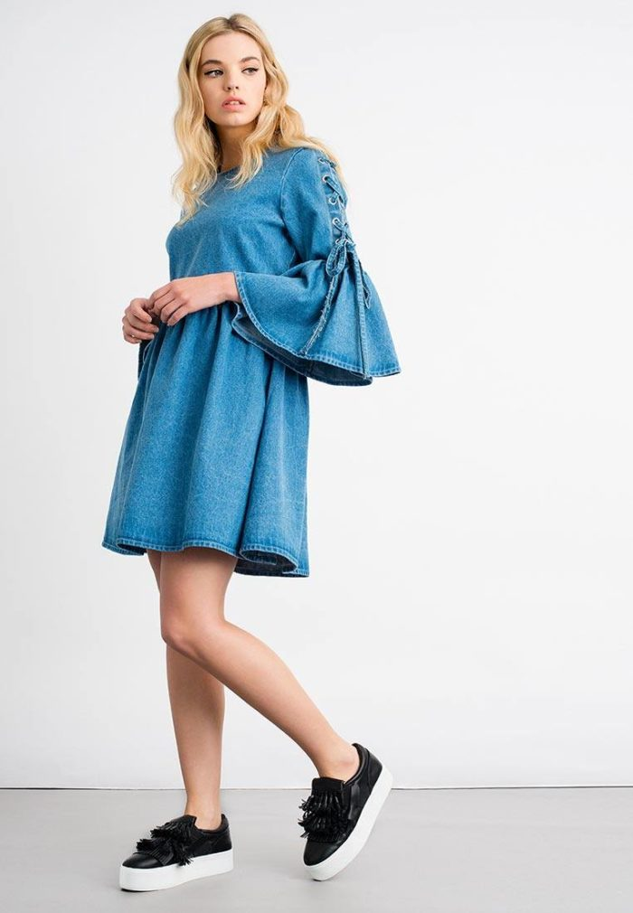 джинсовое свободное платье с рукавами клеш осень-зима