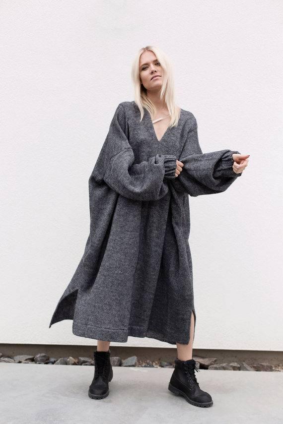 серое платье оверсайз осень-зима