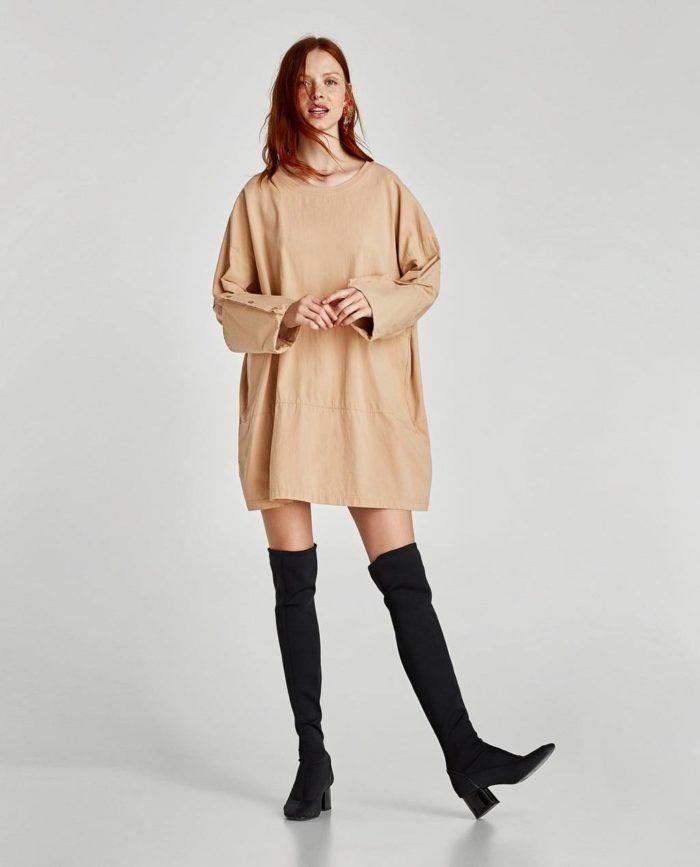 короткое бежевое платье оверсайз осень-зима