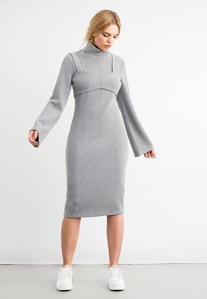 серое вязаное миди платье сарафан осень-зима