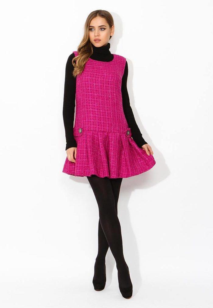 мини платье сарафан фуксия с оборкой осень-зима