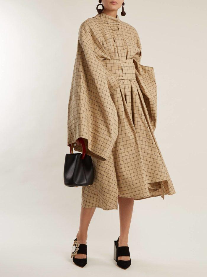 Модные женские платья осень-зима 2019-2020: бежевое оверсайз в клетку