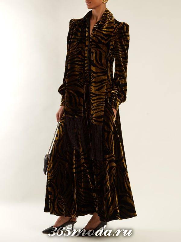 бархатное макси платье с животным принтом осень-зима
