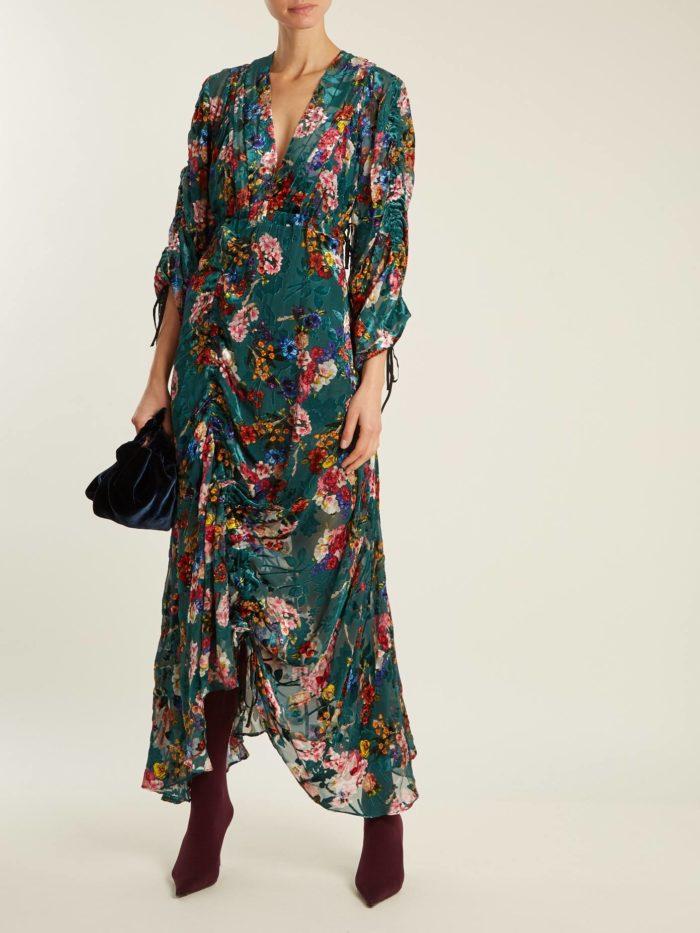 Модные женские платья осень-зима 2019-2020: бархатное асимметричное с принтом