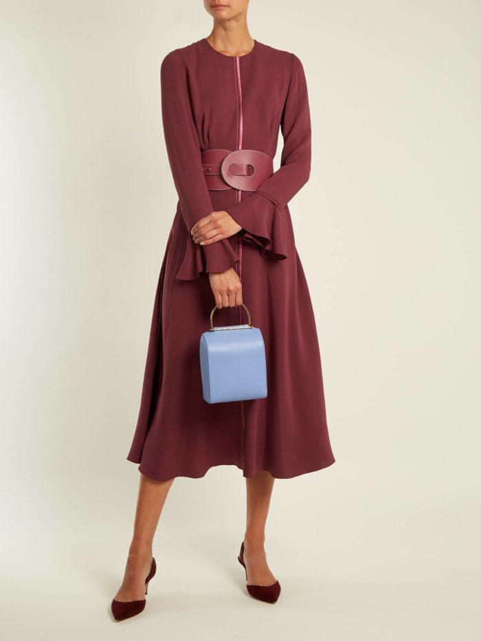 Модные женские платья осень-зима 2019-2020: бордовое клеш с поясом