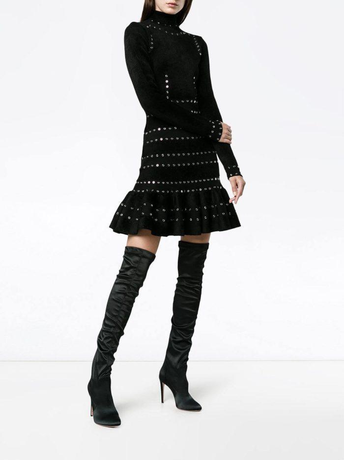 Модные женские платья осень-зима 2019-2020: черное короткое с оборкой с длинными рукавами