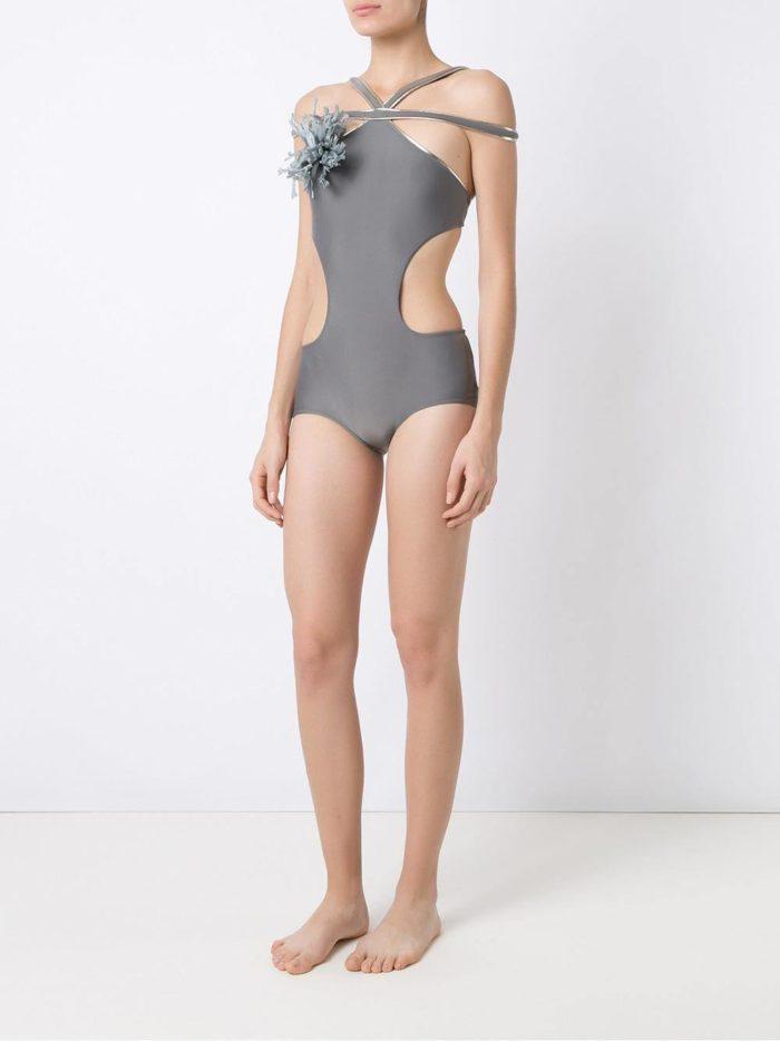Пляжная мода 2019: серый купальник монокини с декором