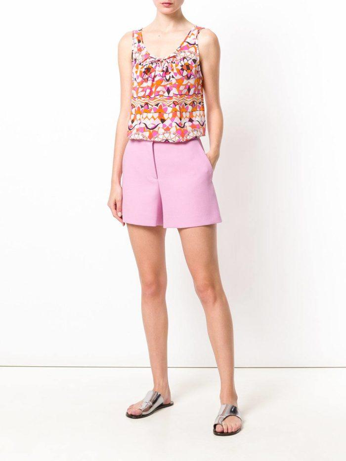 Пляжная мода 2019: розовые пляжные шорты с завышенной талией