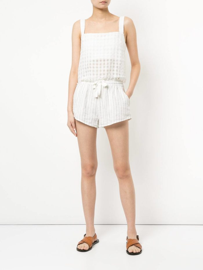 Пляжная мода 2019: короткие белые шорты