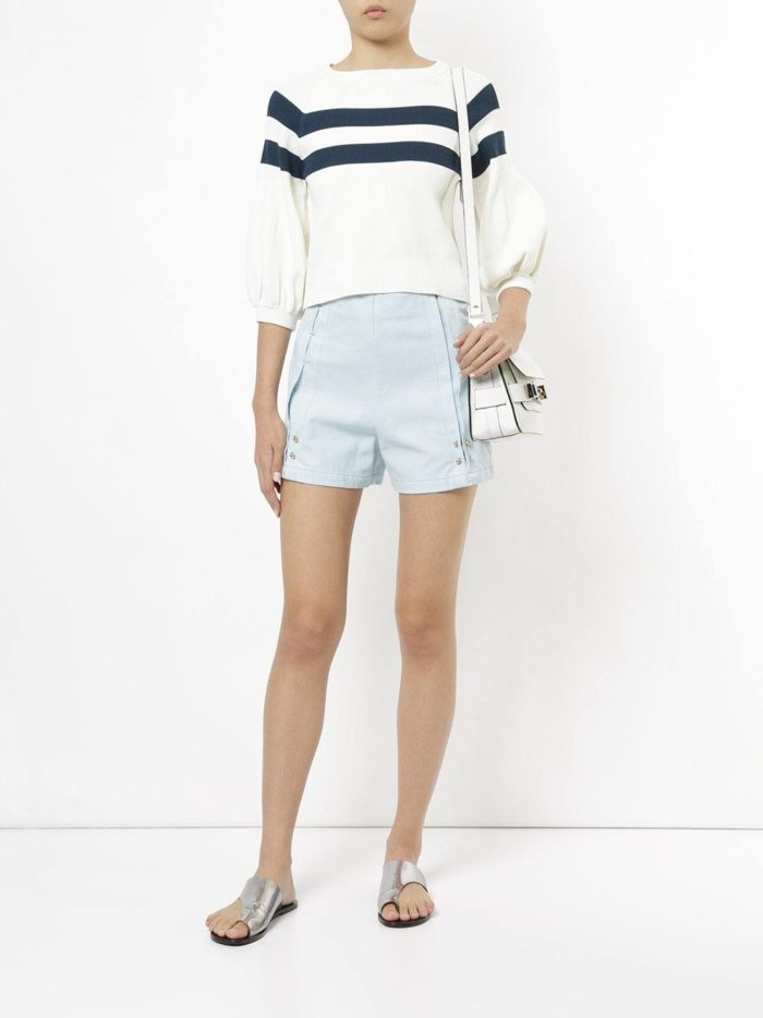 Пляжная мода 2019: голубые шорты с завышенной талией