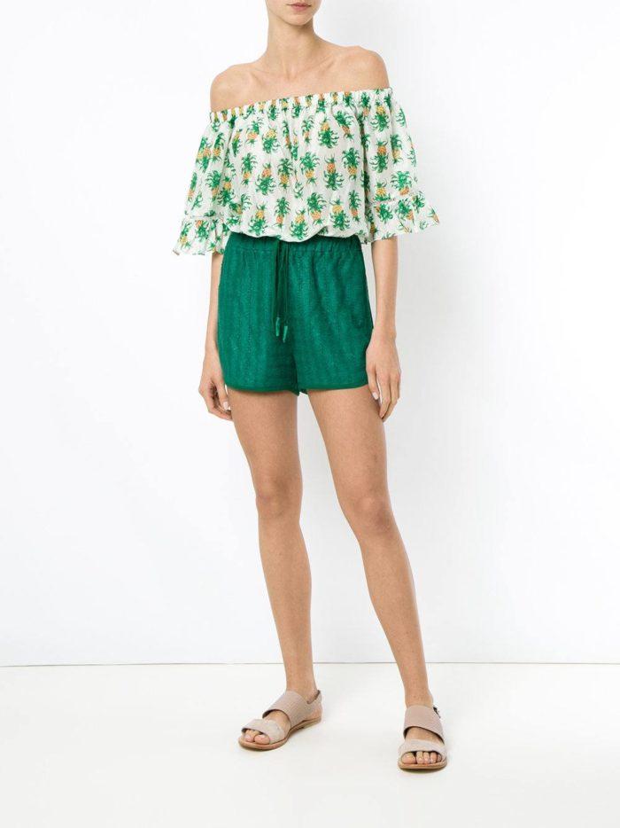 зеленые короткие шорты
