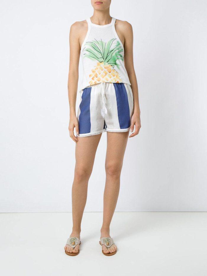 Пляжная мода 2019: короткие шорты с полосками