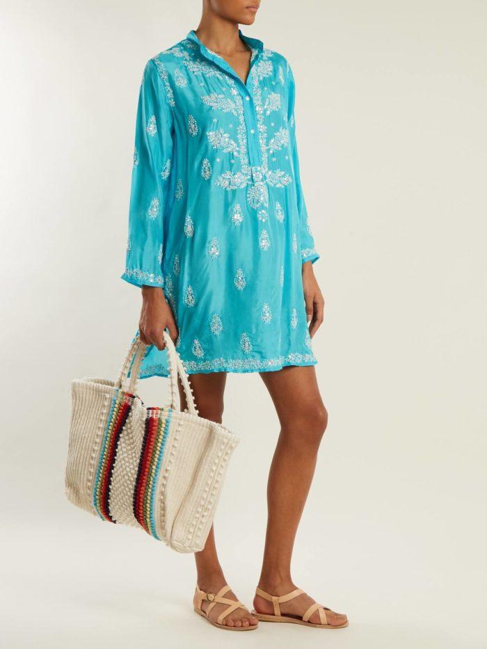 Пляжная мода 2019: короткий бирюзовый сарафан с вышивкой