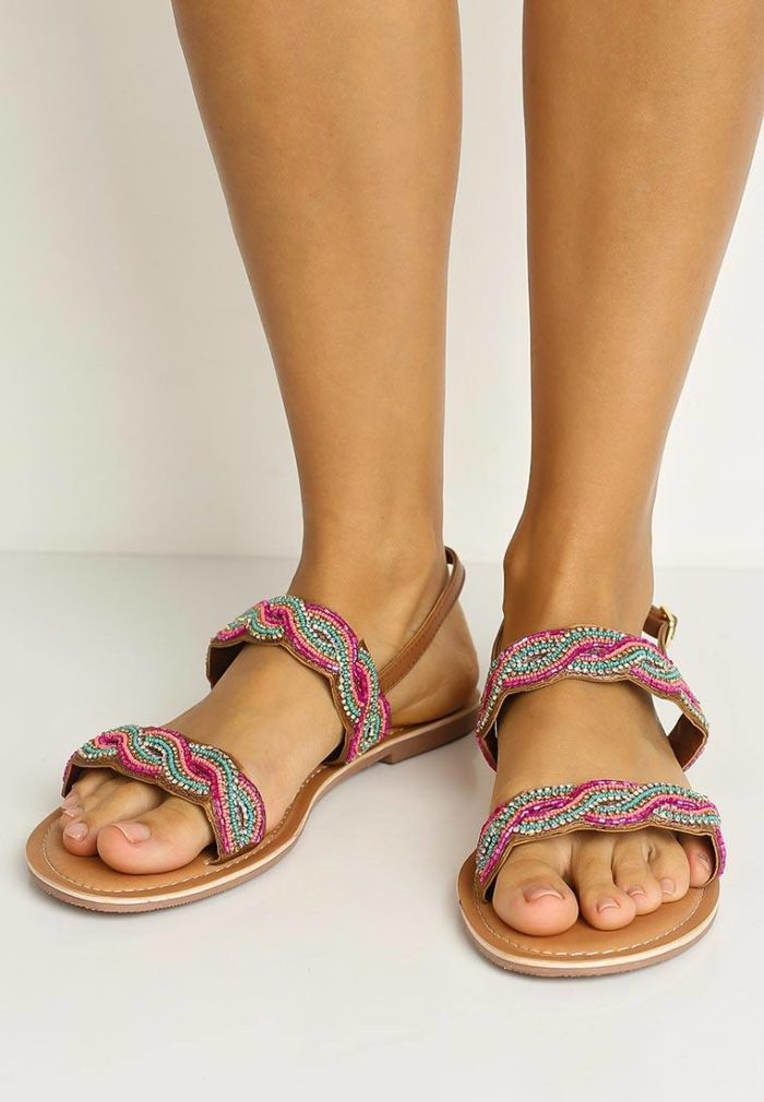 сандалии со стразами на низком ходу