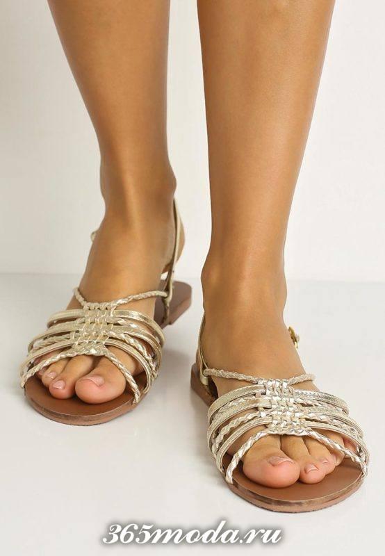пляжные золотые сандалии с переплетом