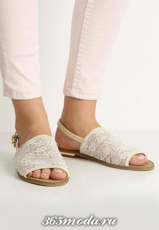пляжные кружевные сандалии на низком ходу