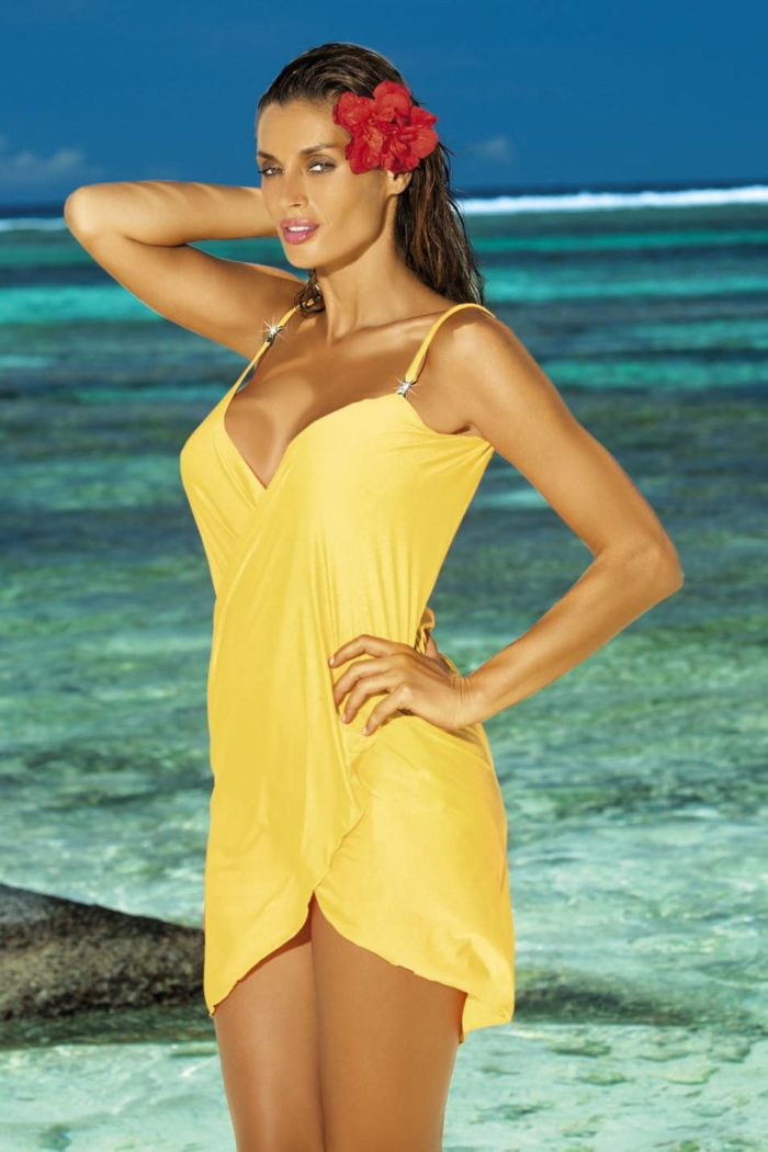 Пляжная мода 2019: желтый сарафан с запахом