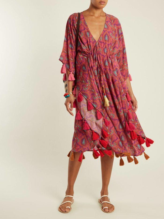 Пляжная мода 2019: сарафан с принтом и бахромой