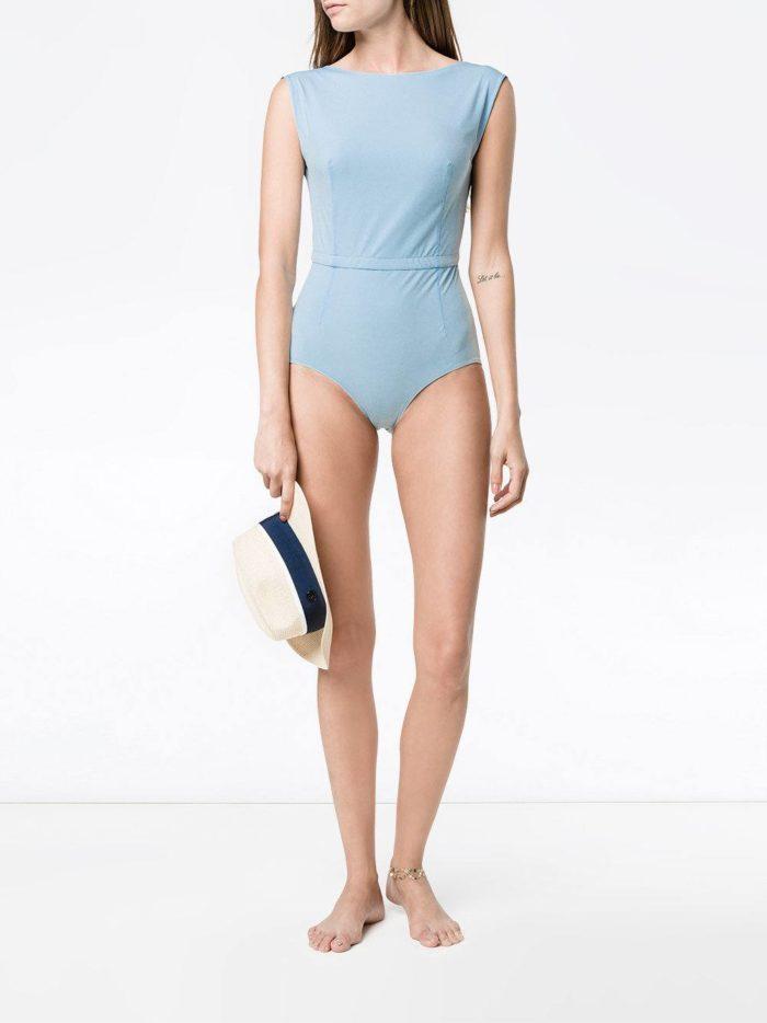 Пляжная мода 2019: голубой сдельный купальник