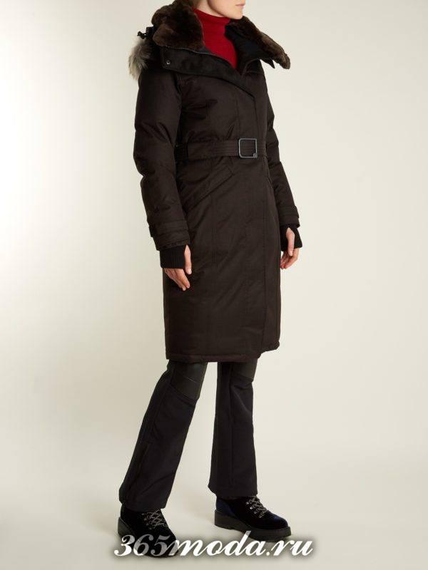черный пуховик до колена с мехом на капюшоне