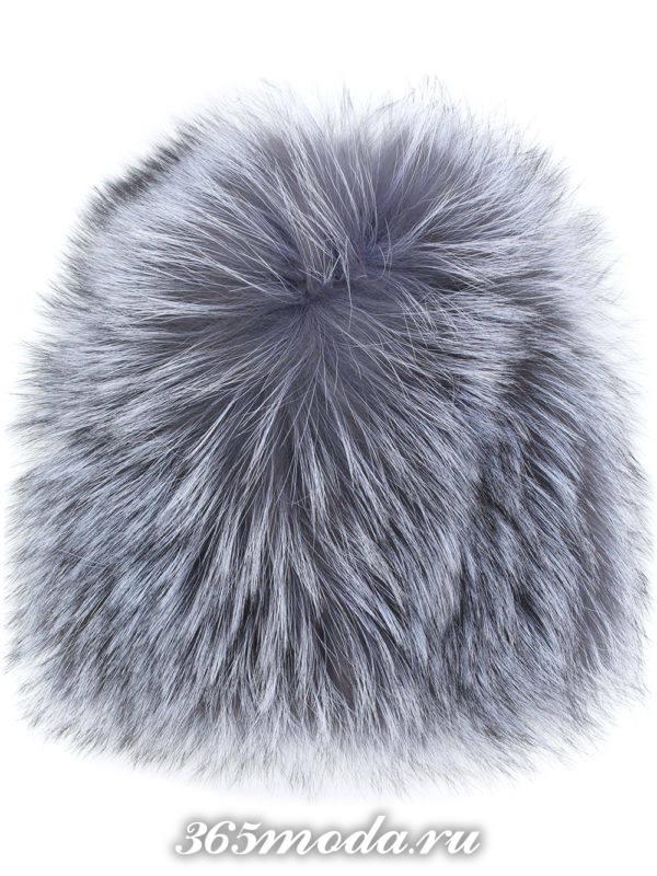 серая меховая шапка