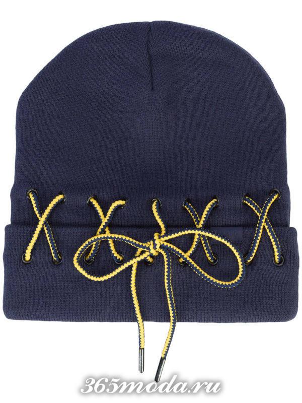 синяя шапка со шнуровкой