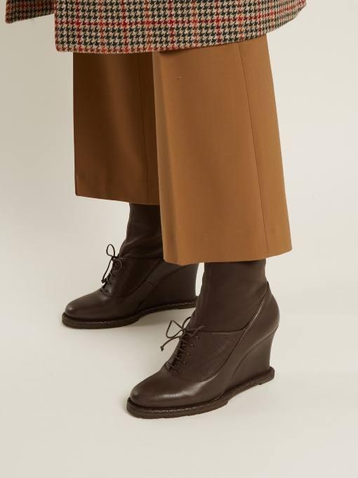 шоколадные ботинки на танкетке со шнуровкой весна