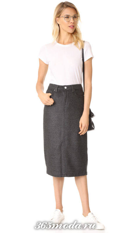классическая серая прямая юбка с белой футболкой