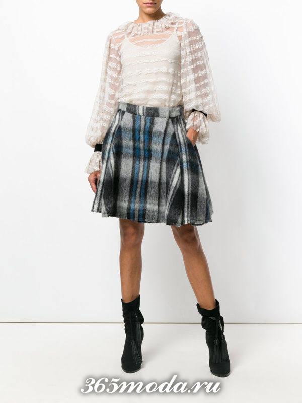 серая мини юбка клеш в клетку с прозрачной блузой