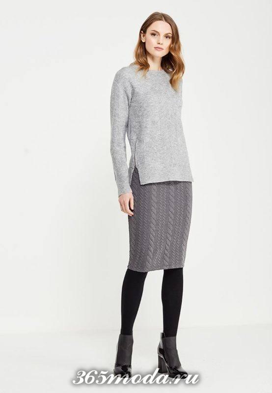 серая вязаная юбка карандаш с серым свитером