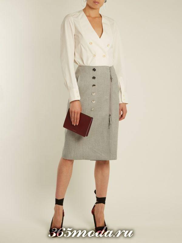 серая юбка карандаш на молнии с белой рубашкой